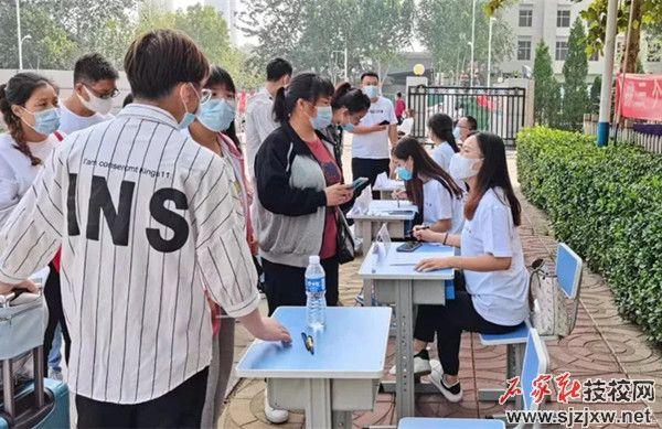 石家庄华师中学开学第一批学生已顺利返校报到